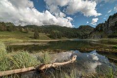 Schwarzer See Cesana Torinese lizenzfreies stockbild