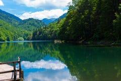 Schwarzer See Crno Jezero in Durmitor - Montenegro - Naturreisehintergrund Stockfotografie