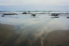 Schwarzer Strand Stockfotos