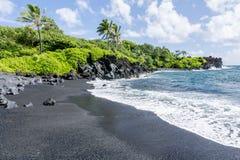 Schwarzer Strand auf Maui Stockfotos