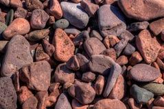 Schwarzer Strand ist auf dem Nordufer des Oberen Sees durch Silber Stockfoto