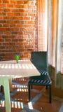 Schwarzer Stuhl in einem Raum Lizenzfreie Stockfotografie