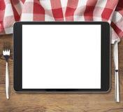 Schwarzer Tabletten-PC auf Holztisch mit Gabel und Stockbild