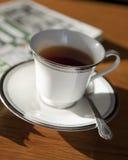 Schwarzer Tee des Morgens lizenzfreies stockbild