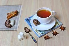 Schwarzer Tee, heißes Erwärmungsgetränk, Getränk mit wunderbaren Eigenschaften stockfotografie