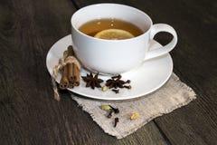 Schwarzer Tee mit Gewürz Stockbild