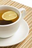 Schwarzer Tee mit Zitrone Lizenzfreie Stockbilder