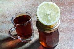 Schwarzer Tee mit Zitrone und Honig Lizenzfreies Stockfoto