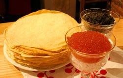 Schwarzer und roter Kaviar Lizenzfreies Stockfoto