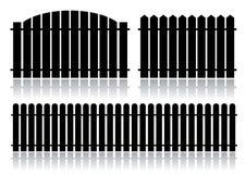 Schwarzer Zaun getrennt auf Weiß Stockfoto
