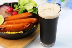 Schwarzes Bier Lizenzfreie Stockfotografie