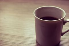 Schwarzes coffe auf der hölzernen Tabelle Lizenzfreie Stockbilder