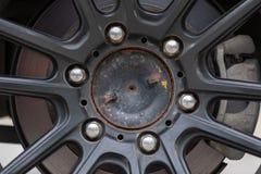 Schwarzes der alten Eisenrad-Mag-, rostigen, schmutzigen und altenzustandes Lizenzfreie Stockfotografie