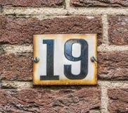 Schwarzes der Hausnummer 19 auf Weiß lizenzfreies stockfoto