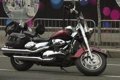 Schwarzes Fahrrad mit glänzenden Chromakzenten Stockbild