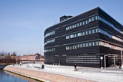 Schwarzes Gebäude Stockfoto