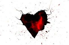 Schwarzes Herz mit Hörnern mit roten Tropfen und Flecke und schwarze Farbe sprühen herum lokalisiert auf Weiß Stockbilder