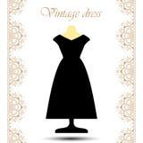 Schwarzes langes Kleid der Weinlese auf Mannequin mit Linie Spitzensäume für Ikone Lizenzfreies Stockbild