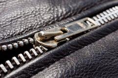 Schwarzes Leder und Reißverschluss stockbilder