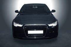 Schwarzes leistungsfähiges Sportauto Stockbilder