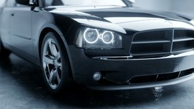 Schwarzes Luxusauto im Studio Realistische Animation 4K stock footage