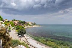 Schwarzes Meer auf altem Stadthintergrund Lizenzfreies Stockfoto