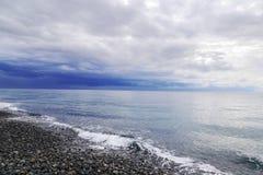 Schwarzes Meer in Imereti-Bucht im November ADLER, RUSSLAND Stockfotografie