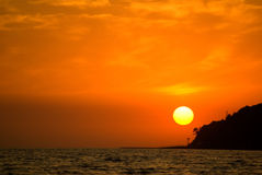 Schwarzes Meer am Sonnenuntergang stockfotografie