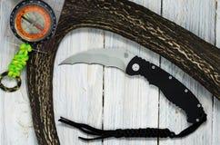 Schwarzes Messer mit schwarzer Abzugsleine Stockfoto