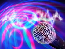 Schwarzes Mikrofon auf einem abstrakten Hintergrund Stockfotografie