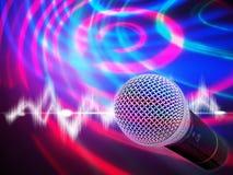 Schwarzes Mikrofon auf einem abstrakten Hintergrund Lizenzfreie Stockbilder