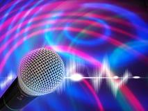 Schwarzes Mikrofon auf einem abstrakten Hintergrund Lizenzfreies Stockbild
