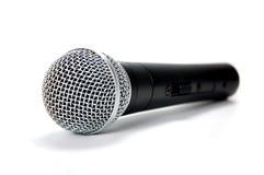 Schwarzes Mikrofon auf weißem Hintergrund Stockbild
