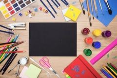 Schwarzes Papier und Ziehwerkzeuge Lizenzfreie Stockbilder
