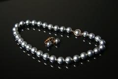 Schwarzes perlt Halskette stockbilder