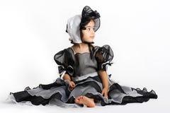 Schwarzes Prinzessinkleid und -mütze lizenzfreie stockfotografie