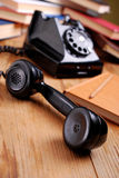 Schwarzes Retro- Telefon lizenzfreies stockfoto