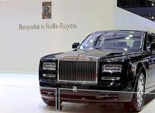Schwarzes Rolls Royce-Luxusauto Lizenzfreie Stockfotografie