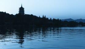 Schwarzes Schattenbild der Pagode des traditionellen Chinesen Stockfoto