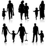 Schwarzes silhouettiert Familie auf weißem Hintergrund Auch im corel abgehobenen Betrag Lizenzfreie Stockfotos