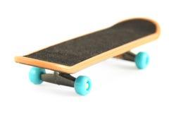 Schwarzes Skateboard getrennt auf Weiß Stockfoto