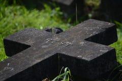 Schwarzes Steinkreuz stockfotos
