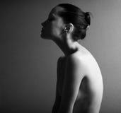 Schwarzes u. weißes Portrait des nackten eleganten Mädchens Lizenzfreie Stockfotos