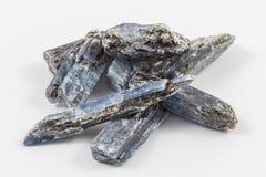Schwarzes und blaues Zyanit Stockbild