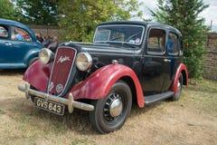 1936 schwarzes und rotes Austin Ten Classic-Auto Stockfotos