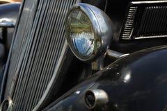 Schwarzes Weinlese-Auto Stockbilder