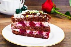Schwarzwald蛋糕,打好的奶油,黑白巧克力, Deco 库存照片