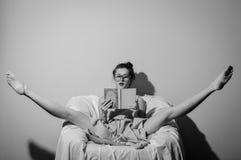 Schwarzweißfotografie von schönen Jungen Lizenzfreie Stockfotografie