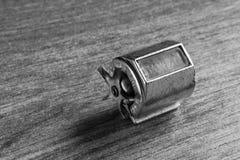 Schwarzweiss-Abschluss oben eines Miniaturfahrraddynamos Lizenzfreies Stockbild