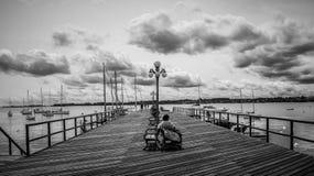 Schwarzweiss-Ansicht der Bootsanlegestelle, Colonia Del Scramento, Uruguay Stockfoto